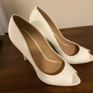 White peep toe pumps